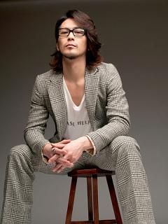須賀貴匡のメガネ画像