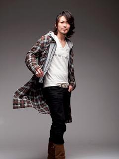 須賀正隆の私服画像